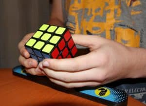 Lös Rubick´s kub med AR